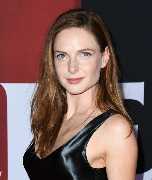 Rebecca Ferguson kept it casual with this loose side-parted hairstyle at the premiere of 'Doctor Sleep.'