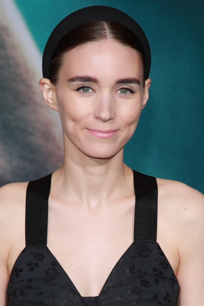 Rooney Mara paired her center-parted 'do with a black headband for the premiere of 'Joker.'