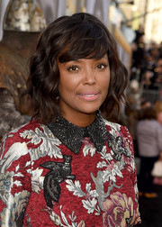 Aisha Tyler styled her hair into a wavy bob with side-swept bangs for the premiere of 'King Arthur: Legend of the Sword.'