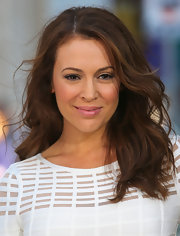 Alyssa Milano rocked the easy-breezy look with soft beacy waves.