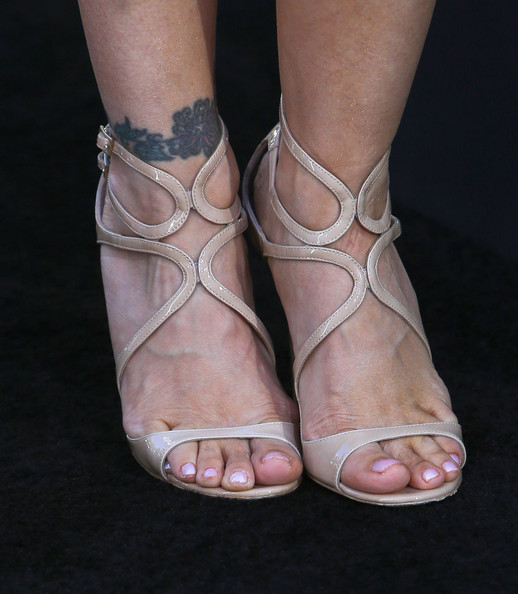 Alyssa Milano chose a pair of nude sandals for her chic look at the '42' premiere in Hollywood.