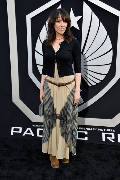 Katey paired a slim-fit black cardigan with her flowing maxi for a casual look at the 'Pacific Rim' premiere.