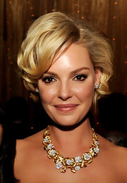Katherine Heigl gave her short 'do some serious oomph with loads of volume and big curls at the premiere of 'New Year's Eve.'