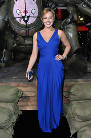 Abbie looked like royalty in a royal blue evening dress at the 'Sucker Punch' premiere.