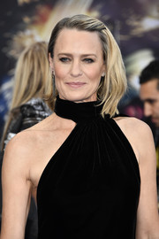 Robin Wright attended the premiere of 'Wonder Woman' wearing a cool asymmetrical cut.