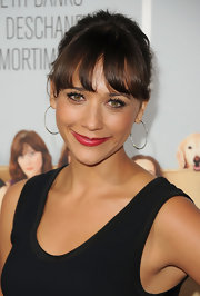 Rashida Jones paired her fun color-blocked frock with bright red lips.