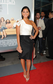 Olivia Munn knocked it out of the ballpark at the premiere of 'Our Idiot Brother' in a stunning black-and-white dress and nude platform peep-toes with gold accents.