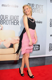 Elizabeth Banks struck a glam pose at the premiere of 'Our Idiot Brother' in sturdy black suede peep-toes.