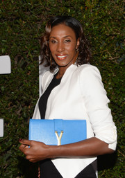 Lisa Leslie infused some color into her monochrome outfit with an aqua YSL leather clutch when she attended the 'Mandela' Hollywood premiere.