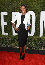 Lisa Leslie opted for a pair of black ankle boots to complete her ensemble.
