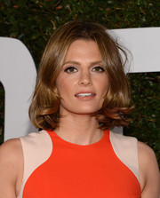 Stana Katic was '60s chic with her center-parted flip 'do at the 'Mandela: Long Walk to Freedom' Hollywood premiere.