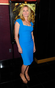 Elisabeth wore a vibrant blue sheath dress with patent Tribtoo pumps.