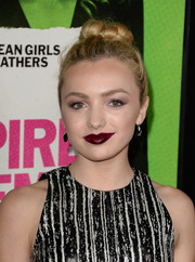 Peyton List looked very daring at the 'Vampire Academy' premiere wearing such a bold lip color.