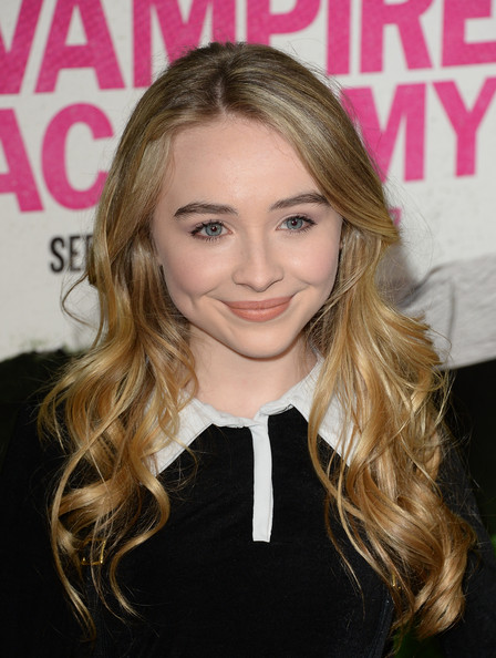 Sabrina Carpenter was boho-cute with this long wavy 'do at the 'Vampire Academy' premiere.