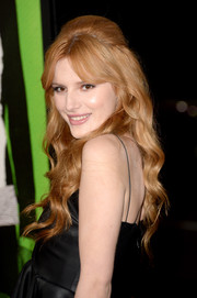 Bella Thorne went for some retro flair with this wavy half-up 'do during the 'Vampire Academy' premiere.