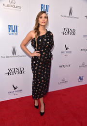 Elizabeth Olsen looked effortlessly stylish in a floral-embroidered one-shoulder dress by Roland Mouret at the premiere of 'Wind River.'