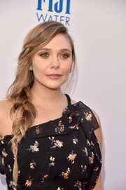 Elizabeth Olsen kept her beauty look low-key with some neutral eyeshadow and mauve lipstick.