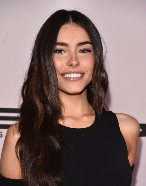 Madison Beer framed her pretty face with a long wavy cut for the premiere of 'Justin Bieber: Seasons.'