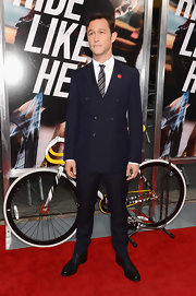 JGL wore a throw-back double-breasted suit style to the 'Premium Rush' premiere in NY.