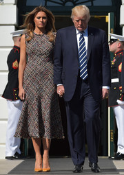 Melania Trump chose yellow pumps to pair with her dress.