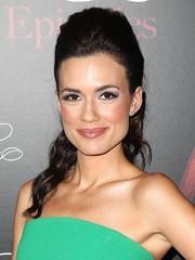 Torrey Devitto sported a teased, wavy ponytail at the 'Pretty Little Liars' 100th episode celebration.