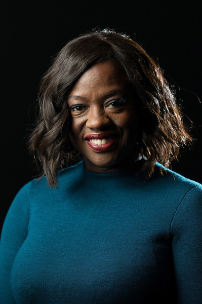Viola Davis attended the preview screening of 'Fences' wearing a short and sweet wavy 'do.