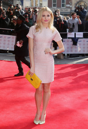 For an extra pop of color, Pixie Lott accessorized with a canary-yellow clutch by Fendi.