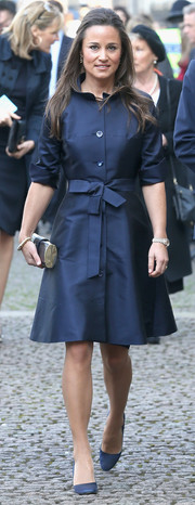 Pippa Middleton cut an elegant figure in a belted navy coat during the memorial service for David Frost.