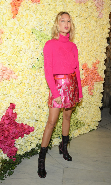 Princess Maria-Olympia Mini Skirt [haute couture spring summer,clothing,pink,footwear,fashion,magenta,shorts,blond,knee,boot,leg,maria-olympia of greece,schiaparelli,front row,part,schiaparelli haute couture spring summer 2019,paris,france,paris fashion week,show]