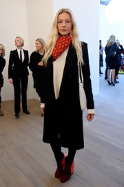 Clara topped off her ensemble with suede color-blocked ankle boots.