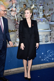 Kate Winslet attended the Christmas decorations inauguration at Printemps Haussmann wearing a simple double-breasted wool coat.