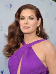 Debra Messing showed off Old Hollywood waves at the 2018 Angel Awards.