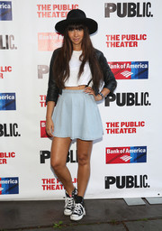 Jackie Cruz sealed off her look with a flared denim mini skirt.