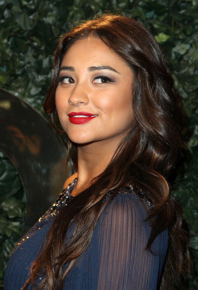 More Pics of Shay Mitchell Red Lipstick (1 of 9) - Shay Mitchell Lookbook - StyleBistro