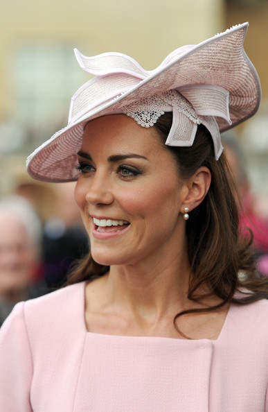 More Pics of Kate Middleton Pink Lipstick (2 of 20) - Kate Middleton Lookbook - StyleBistro