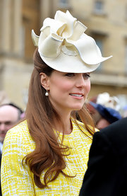 Kate Middleton looked lovely as ever with a slightly wavy half up, half down style.