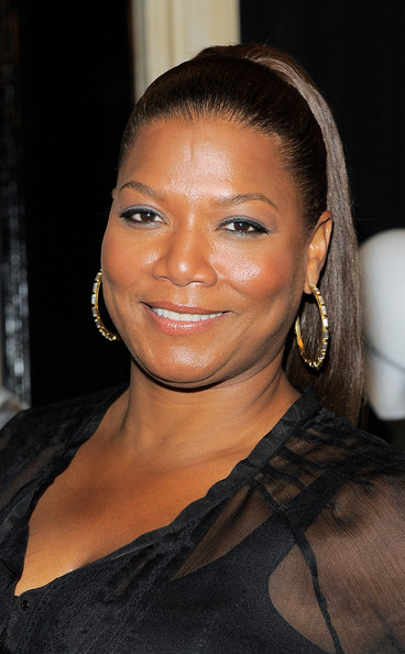 Queen Latifah paired her high ponytail with gold hoop earrings that really popped against her bronzed complexion.
