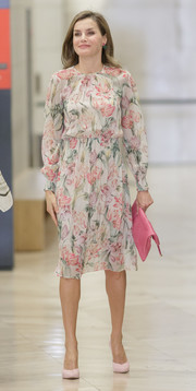 Queen Letizia of Spain paired pale pink pumps with a floral frock for the Cancer Research World Day event.