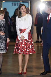 Queen Letizia of Spain attended the centenary of the School of Nursing and of the Central Hospital of Cruz Roja carrying a white envelope clutch by Furla.
