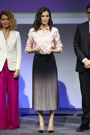 Queen Letizia paired her shirt with a pleated ombre skirt by Reiss.