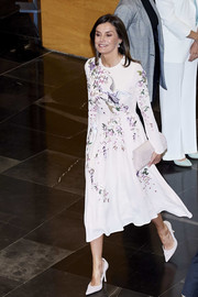 Queen Letizia of Spain complemented her dress with white suede pumps by Magrit.