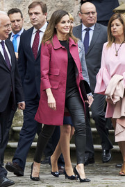 Queen Letizia of Spain pulled her look together with a pair of dual-textured pumps by Carolina Herrera.