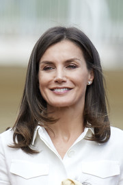 Queen Letizia of Spain attended the training of the Rugby 7 female national team wearing her signature long bob.