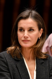 Queen Letizia completed her look with delicate diamond earrings.