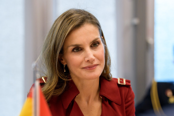 More Pics of Queen Letizia of Spain Trenchcoat (12 of 16) - Queen Letizia of Spain Lookbook - StyleBistro