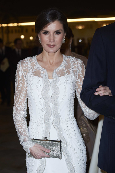 Queen Letizia of Spain Beaded Clutch [white,clothing,fashion,dress,lady,beauty,fashion model,hairstyle,haute couture,fashion design,letizia,morocco,spanish,spain,royal palace,rabat,royals,visit,gala dinner,visit]