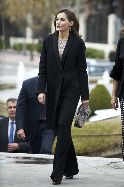 Queen Letizia of Spain Woven Clutch [suit,clothing,street fashion,formal wear,fashion,outerwear,snapshot,blazer,pantsuit,footwear,letizia,awards,innovation and design,spain,mostoles,el bosque theater,spanish royals deliver innovation and design awards]