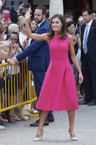 Queen Letizia of Spain Cocktail Dress [dress,clothing,event,lady,pink,fashion,leg,formal wear,footwear,suit,queen,letizia,letizia,delivery,spain,spain attends,council,royal board on disability,reina letizia awards,meeting]