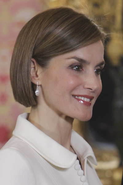 Queen Letizia of Spain Bob [hair,face,hairstyle,chin,eyebrow,beauty,blond,brown hair,lip,forehead,royals,literature personalities,letizia,ocassion,2014 cervantes award,madrid,spanish,spain,royal palace,lunch]