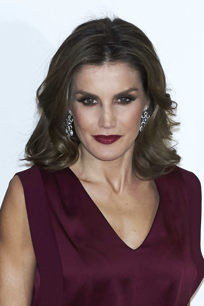 Queen Letizia of Spain Medium Wavy Cut
